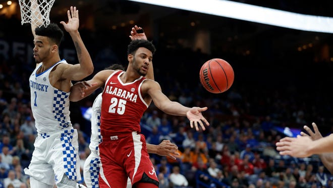 Alabama's Braxton Key (25) passes around Kentucky's Sacha Killeya-Jones under the basket during the first half of an NCAA college basketball semifinal game at the Southeastern Conference tournament Saturday, March 10, 2018, in St. Louis. (AP Photo/Jeff Roberson)