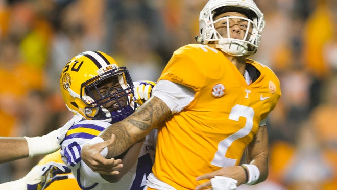 Tennessee quarterback Jarrett Guarantano (2) is taken down by LSU line backer Devin White (40) during a game between Tennessee and LSU at Neyland Stadium in Knoxville, Tennessee, on Saturday, Nov. 18, 2017.