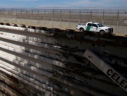 Vista de una patrulla de control fronterizo desde territorio