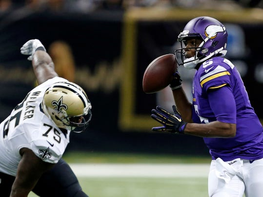 Vikings Saints Football (5)