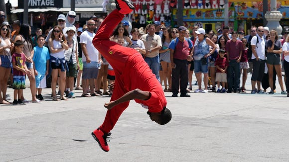 Street performer in Venice caught in mid-air with Sony