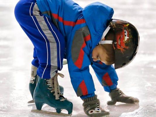 -Ice Skating 3.jpg_20131109.jpg