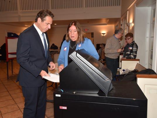Cuomo votes in 2017