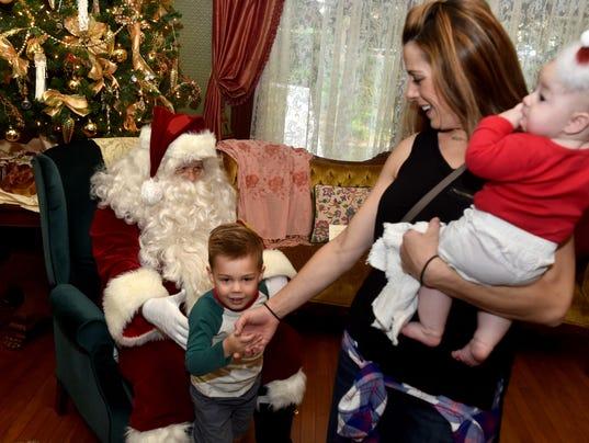 Santa-at-the-Ranch5.JPG