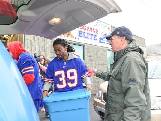 Buffalo Bills And Food Bank For Thanksgiving