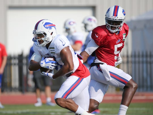 Bills running back Jonathan Williams takes a handoff