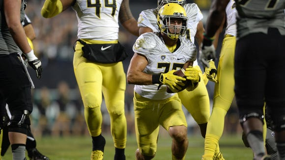 Oct 3, 2015; Boulder, CO, USA; Oregon Ducks linebacker Joe Walker (35) picks up a fumble recovery in the first quarter against the Colorado Buffaloes at Folsom Field. Mandatory Credit: Ron Chenoy-USA TODAY Sports