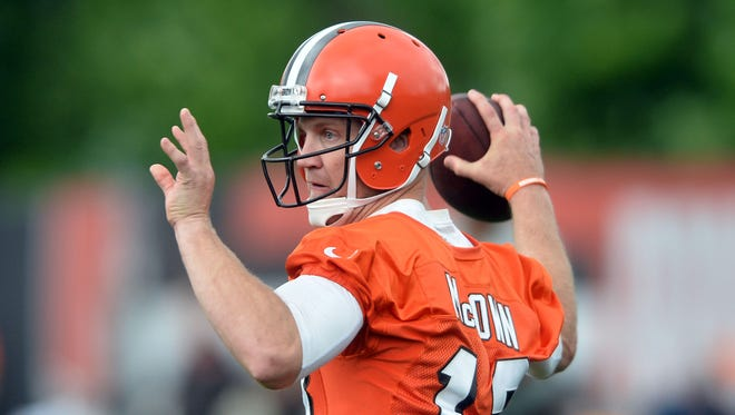 Cleveland Browns quarterback Josh McCown (13) throws a pass during minicamp at the Cleveland Browns training facility.
