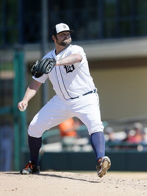 Joba Chamberlain delivers against the Braves on Monday.
