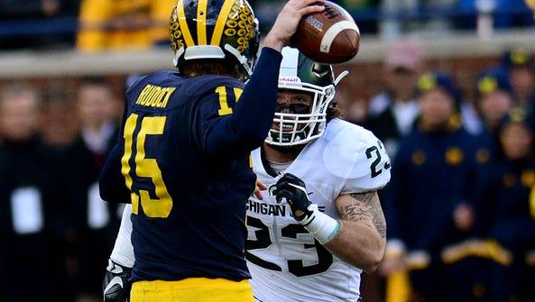 Michigan quarterback Jake Rudock (15) gets a pass off