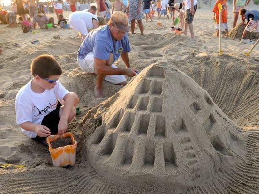 -le- feature sandcastles 081109-9542.jpg_20090811.jpg
