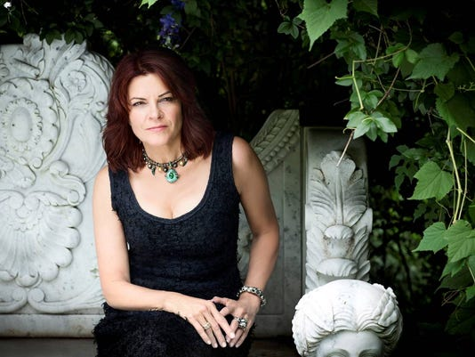 635973719330499610-RosanneCash9-PhotoCredit-ClayPatrickMcBride.jpg