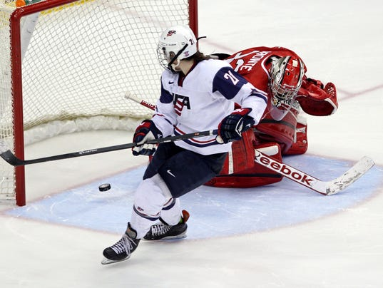 2013-12-28-hilary-knight-usa-hockey