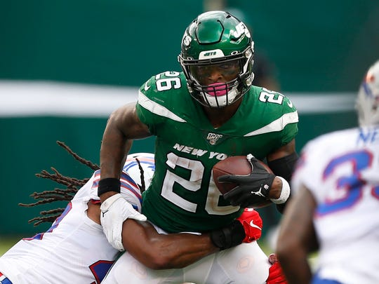 Sep 8, 2019; East Rutherford, NJ, USA; New York Jets running back Le'Veon Bell (26) rushes against Buffalo Bills defenders during the second half at MetLife Stadium. Mandatory Credit: Noah K. Murray-USA TODAY Sports