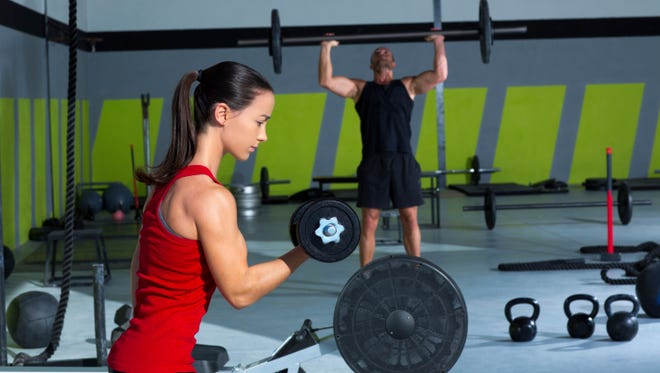 Experts recommend you use machine weights before you start lifting free weights.