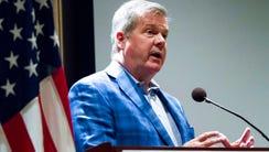 Former Nashville Mayor Karl Dean, a Democrat, speaks