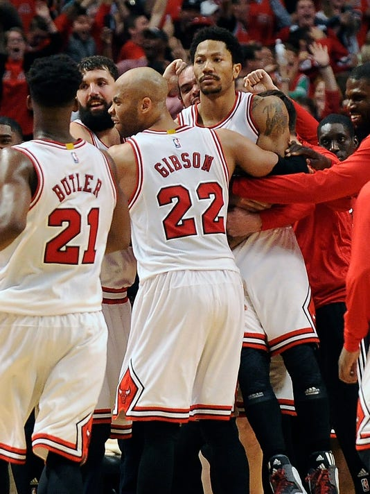 afc9b72a40ef Derrick Rose hit a buzzer-beater and the basketball world smiled