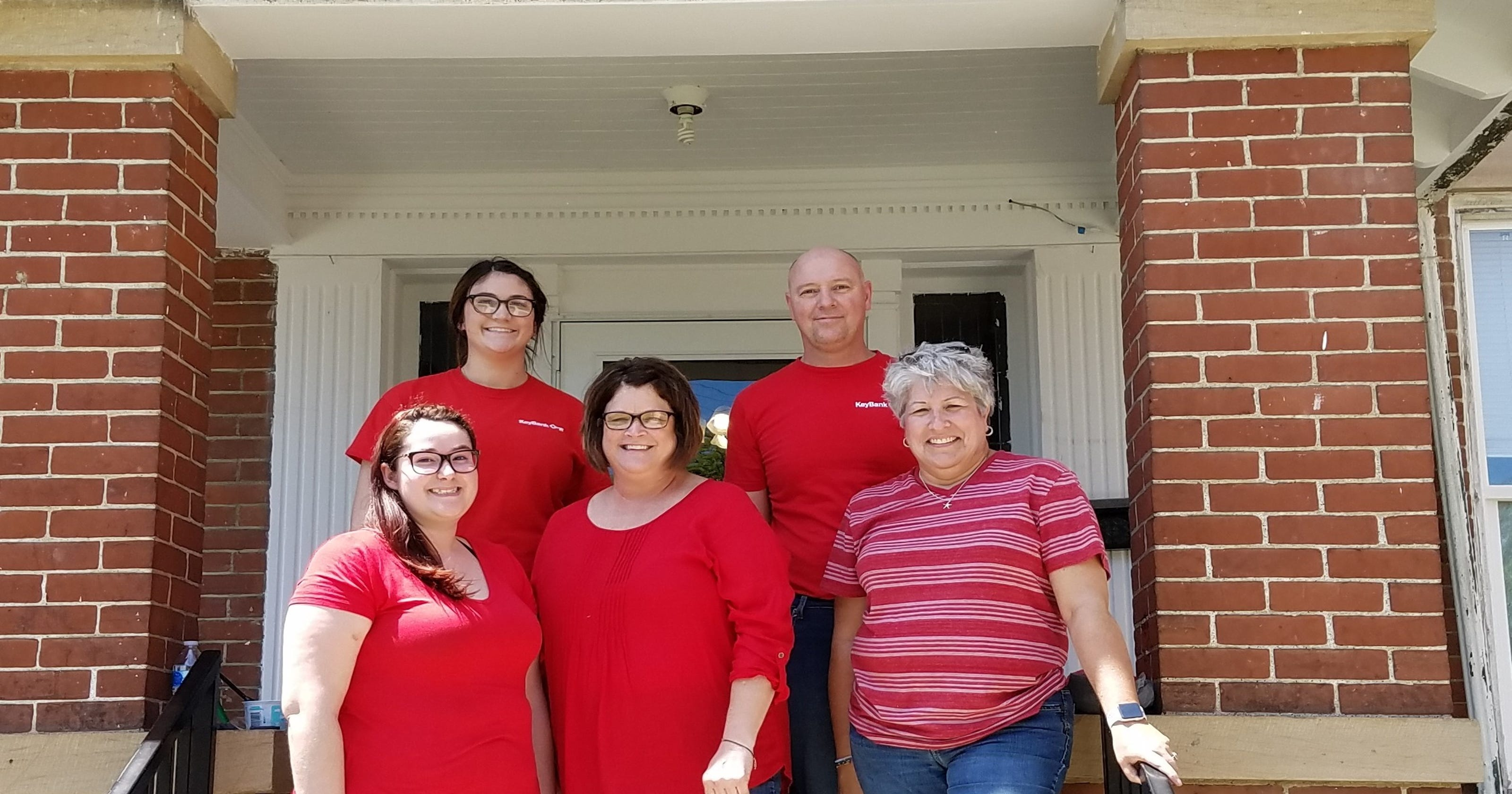 KeyBank Employees give back to community