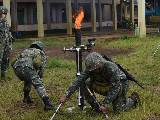 Philippine Marines prepare to fire mortars at Muslim