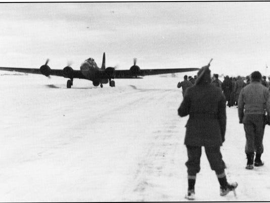 B-17 lands 1942.jpg