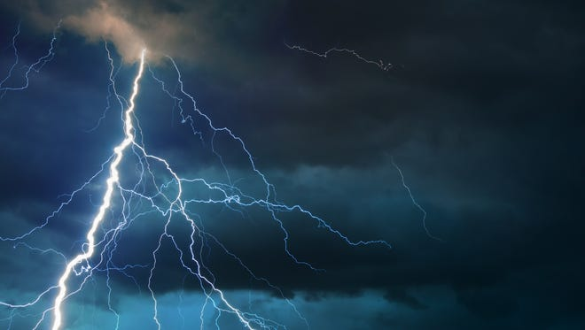 After a pair of girls in Utah were struck by lightning, a dog went to find help.