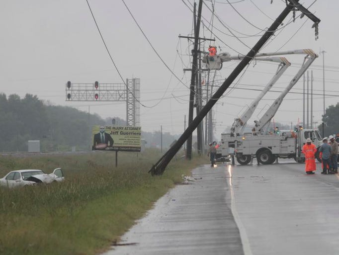 Louisiana State Police report that a downed power pole on has shut down Louisiana 594 from Auto Mall Drive to Powell Avenue while crews work to repair the damage.