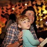 Scotty McCreery performs at Vanderbilt children's hospital