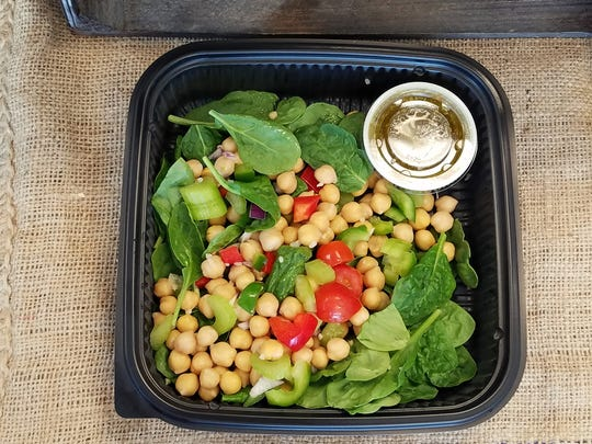 You may find good things to eat as well as drink at Sunshine Juice. For example, the spinach and chick pea salad with peppers, cherry tomatoes and red onion.