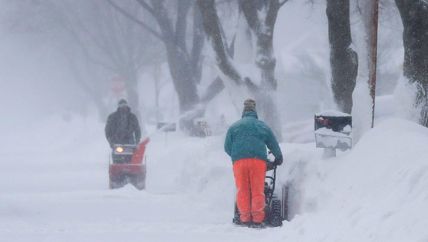 Spring snowstorms batter U.S.