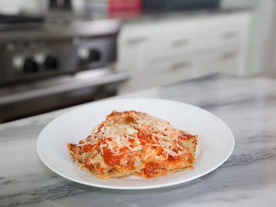 636558640729214468-cheesy-ravioli-bake-with-parsley-one-step-meal.jpg