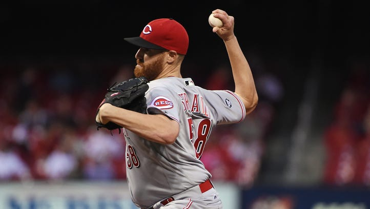 Cincinnati Reds starting pitcher Dan Straily (58) pitches