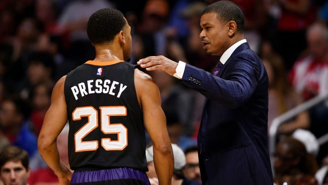 Feb 22, 2016; Los Angeles: Phoenix Suns head coach Earl Watson talks with Phoenix Suns guard Phil Pressey (25) during a break in play against the Los Angeles Clippers during the second quarter at Staples Center.