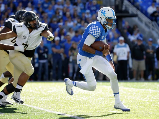 LEXINGTON, KY - OCTOBER 08:  Stephen Johnson #15 of the Kentucky Wildcats runs with the ball during the game against the Vanderbilt Commodores at Commonwealth Stadium on October 8, 2016 in Lexington, Kentucky.  (Photo by Andy Lyons/Getty Images)