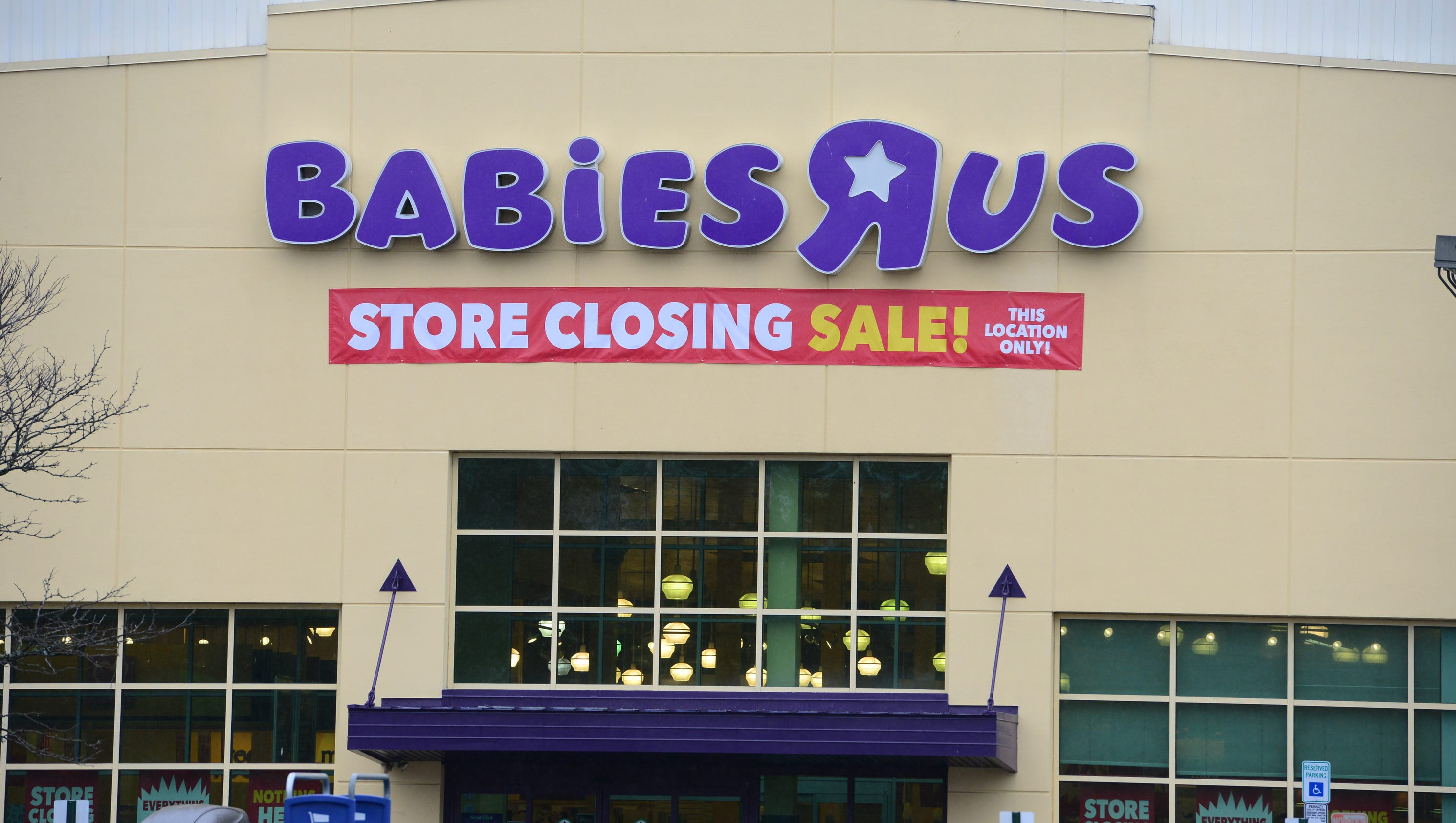 toys r us sets auction date for store leases amid uncertain future. Black Bedroom Furniture Sets. Home Design Ideas