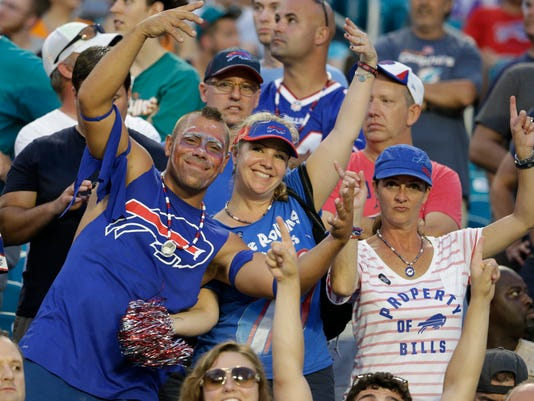 635791136518291529-AP-Bills-Dolphins-Football-O