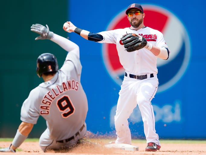 Indians second baseman Jason Kipnis  throws out Tigers'