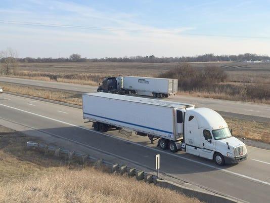 636104944446566235-Trucks-I-80-Mitchellville.jpg