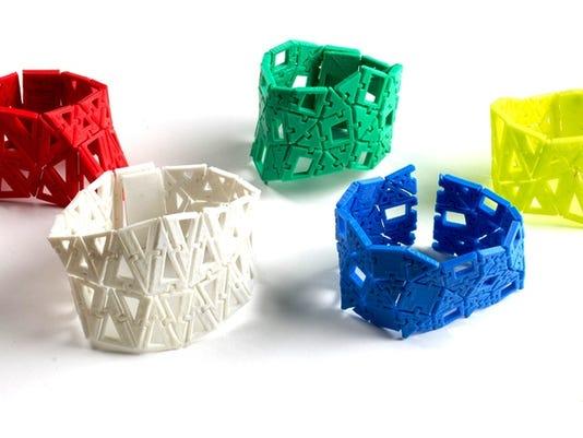 636476537066354714-AAP-AA-1214-bracelet-making.jpg