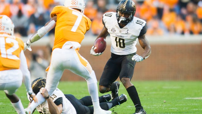 Vanderbilt wide receiver Trent Sherfield (10) runs with the ball during a game between Tennessee and Vanderbilt at Neyland Stadium in Knoxville, Tenn., on Saturday Nov. 25, 2017.