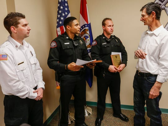 Richard Rieth, right, talks with Greene County Sheriff's