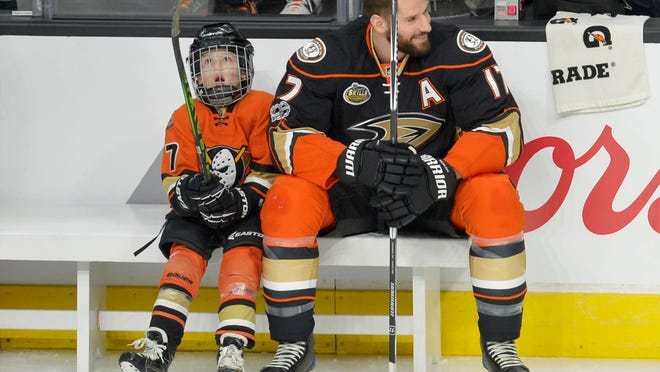 Jan 28, 2017; Los Angeles, CA, USA; Anaheim Ducks forward Ryan Kesler (17) with son Ryker Kesler during the shootout in the 2017 NHL All Star Game skills competition at Staples Center. Mandatory Credit: Gary A. Vasquez-USA TODAY Sports ORG XMIT: USATSI-353852 ORIG FILE ID:  20170128_jel_sv5_123.jpg
