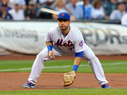 The Mets Travis d'Arnaud (18) plays third base as the