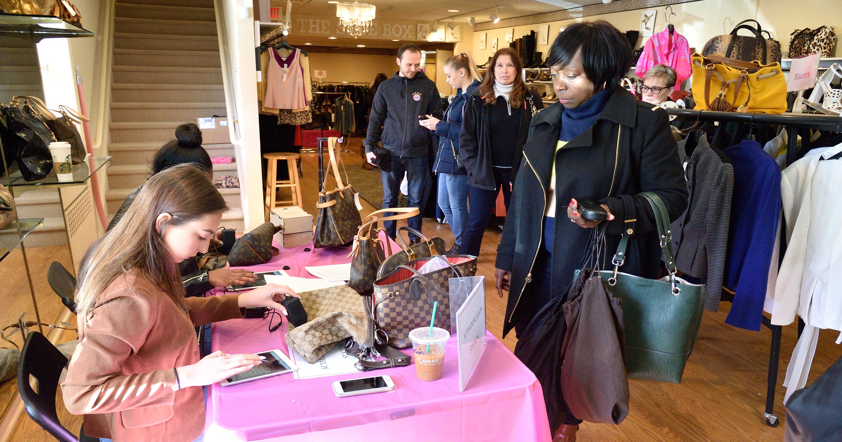 33ae88bb409e Ridgewood boutique helps identify real designer handbags