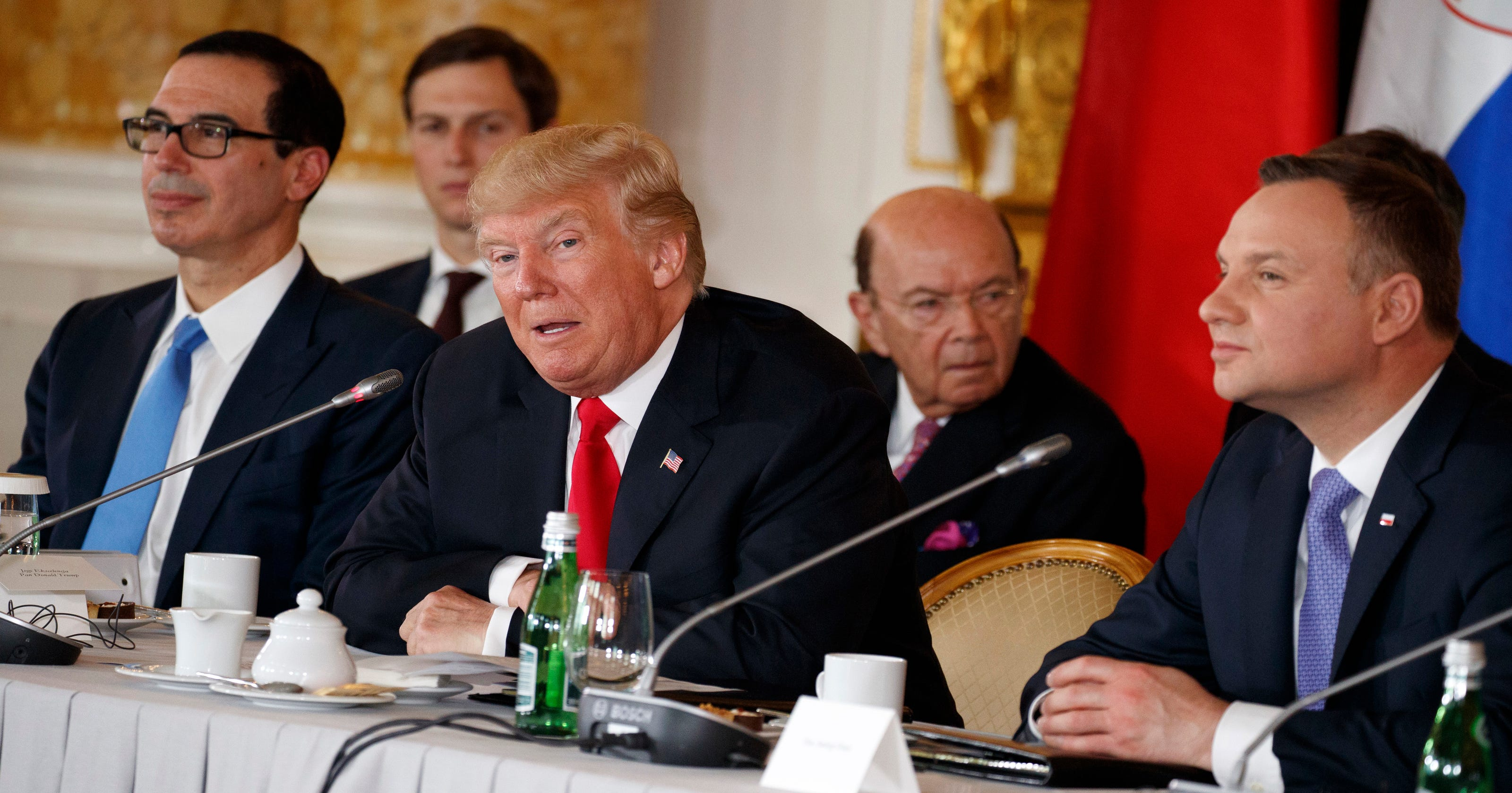 to counter russia trump lends support to a polish led energy pact. Black Bedroom Furniture Sets. Home Design Ideas