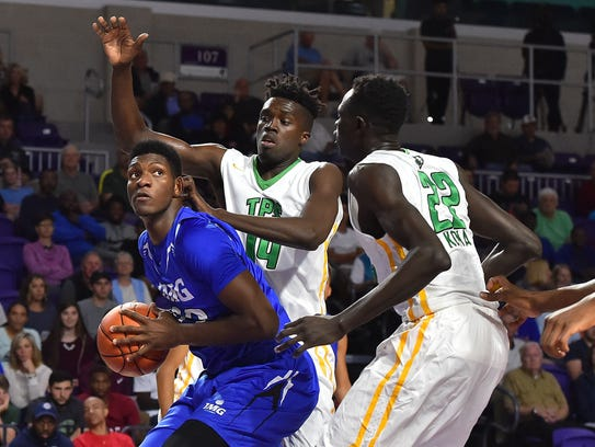 IMG Academy forward Silvio De Sousa (22) controls the