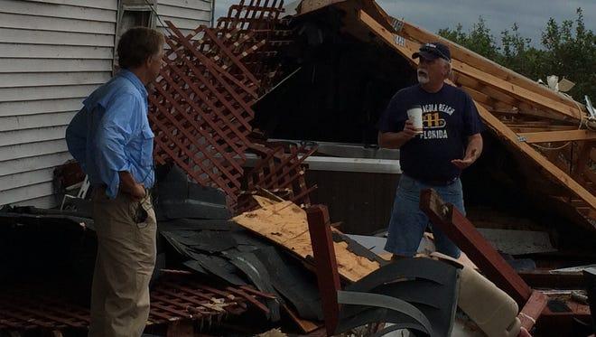 Gov. Haslam surveys the damage at Randy Cowley's Smith Mill Road home.