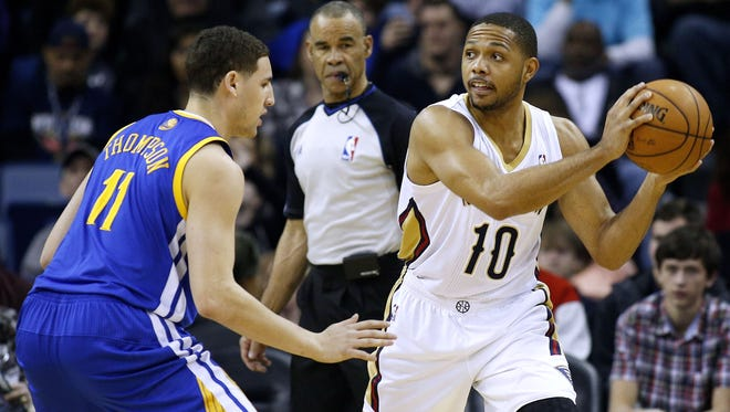 New Orleans Pelicans shooting guard Eric Gordon (10) drives against Golden State Warriors shooting guard Klay Thompson (11) during the first half of an NBA basketball game in New Orleans, Jan. 18, 2014.