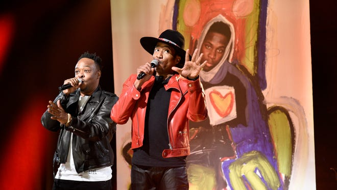 Jarobi White and Q-Tip of  A Tribe Called Quest perform on 'Saturday Night Live.'