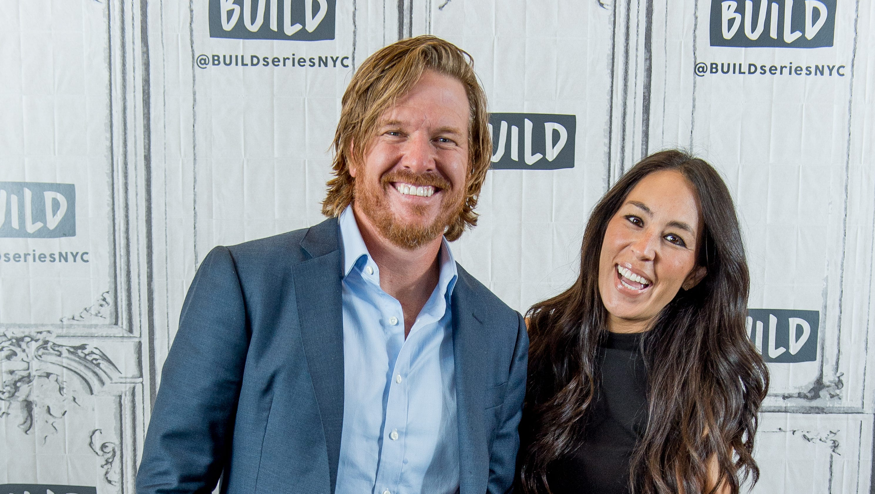 39 fixer upper 39 s 39 chip and joanna gaines are expecting a boy. Black Bedroom Furniture Sets. Home Design Ideas