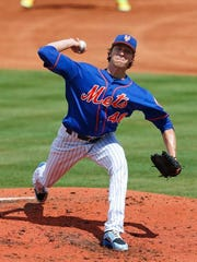 New York Mets starting pitcher Jacob deGrom (48) works